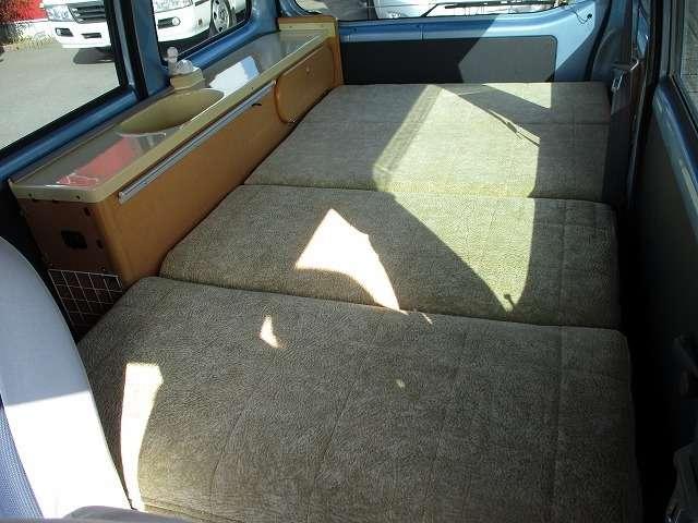 軽キャンパー ベッド