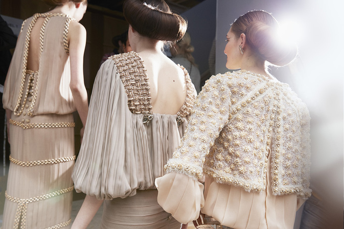 chanel-spring-summer-2016-haute-couture-backstage-10