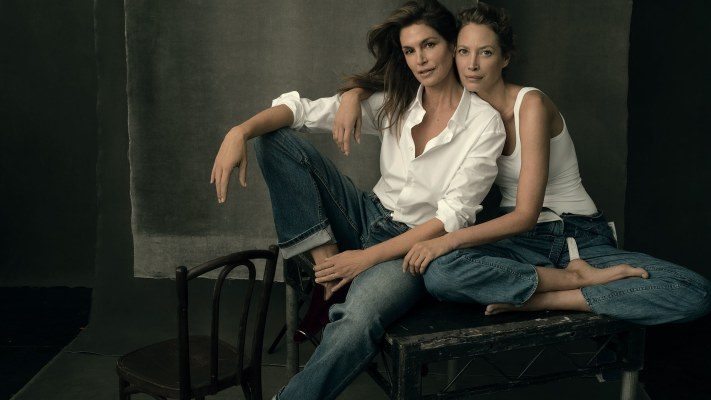 Cindy Crawford and ChristyTurlington; Photo: Annie Leibovitz; Us Vogue Sept. 2017