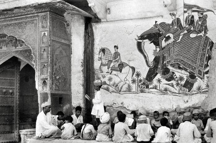 jaipur wall art pavement school black and white henri cartier-bresson