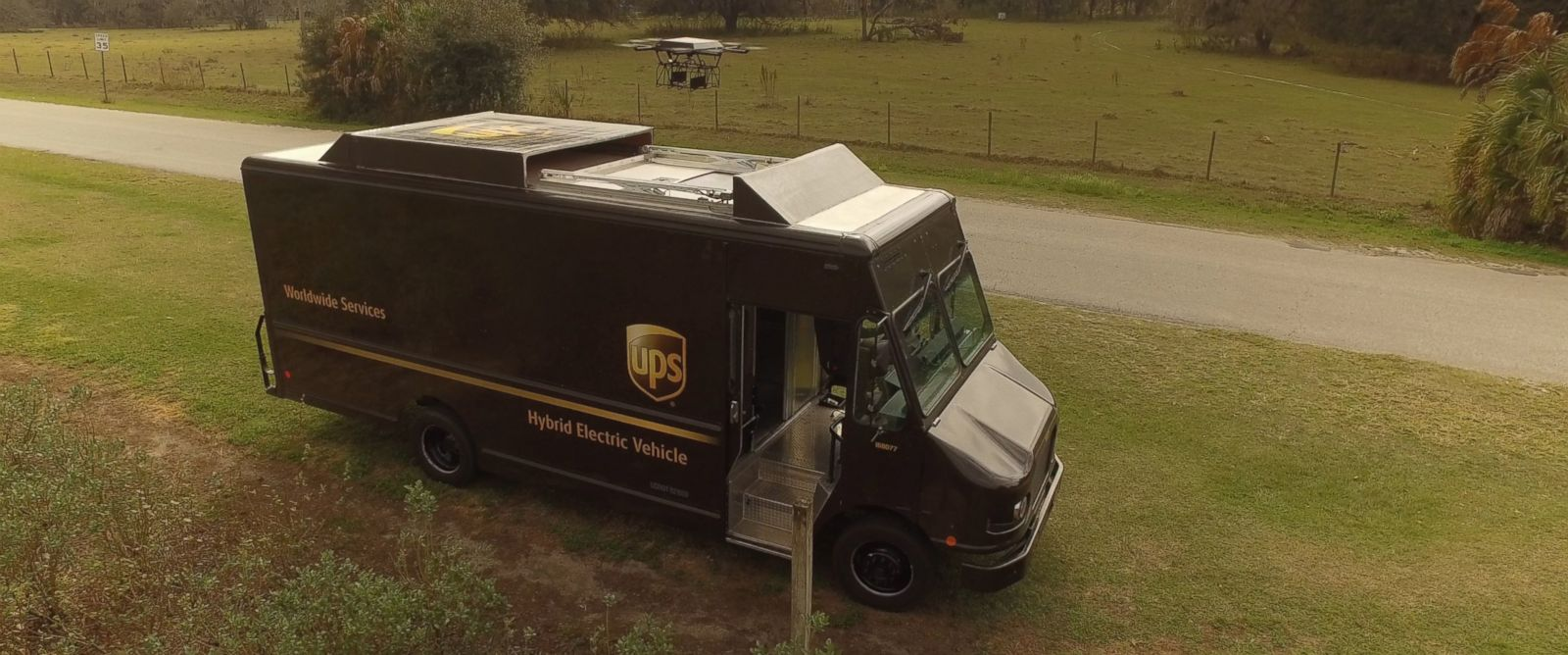 what do ups package delivery drivers make