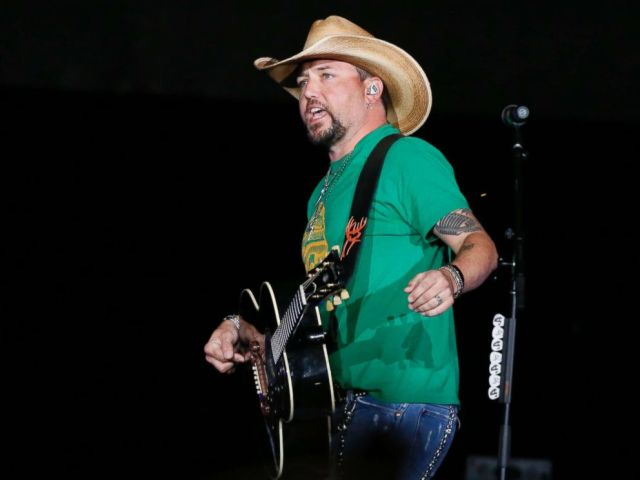 PHOTO: Country star Jason Aldean addresses the crowd about the shooting in Las Vegas during his concert in Tulsa, Okla., Oct. 12, 2017.