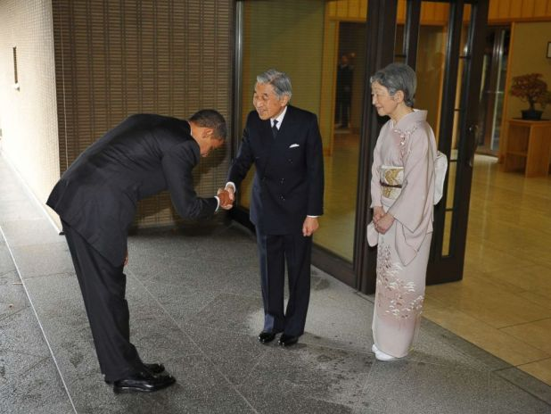 PHOTO: President Barack Obama (L) bows as he shakes hands with Japanese Emperor Akihito (C) and as Empress Michiko (R) looks on upon Obamas arrival at the Imperial Palace in Tokyo, Nov. 14, 2009.