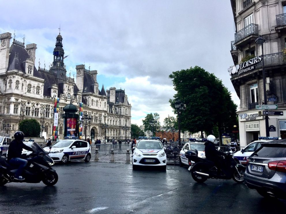 PHOTO: Paris Police in front of the Hotel De Ville after a man attacked a police officer at Notre-Dame Cathedral, June 6, 2017.