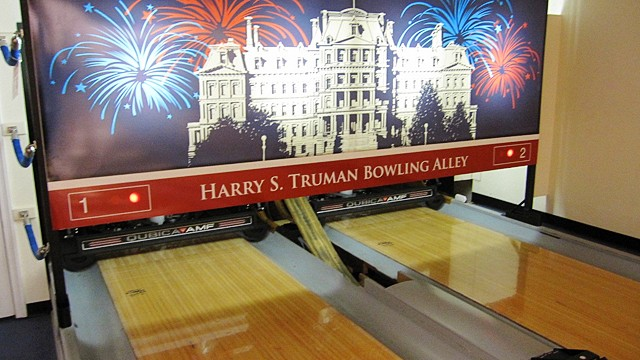https://i2.wp.com/a.abcnews.com/images/Politics/ht_white_house_bowling_jrs_110826_wg.jpg