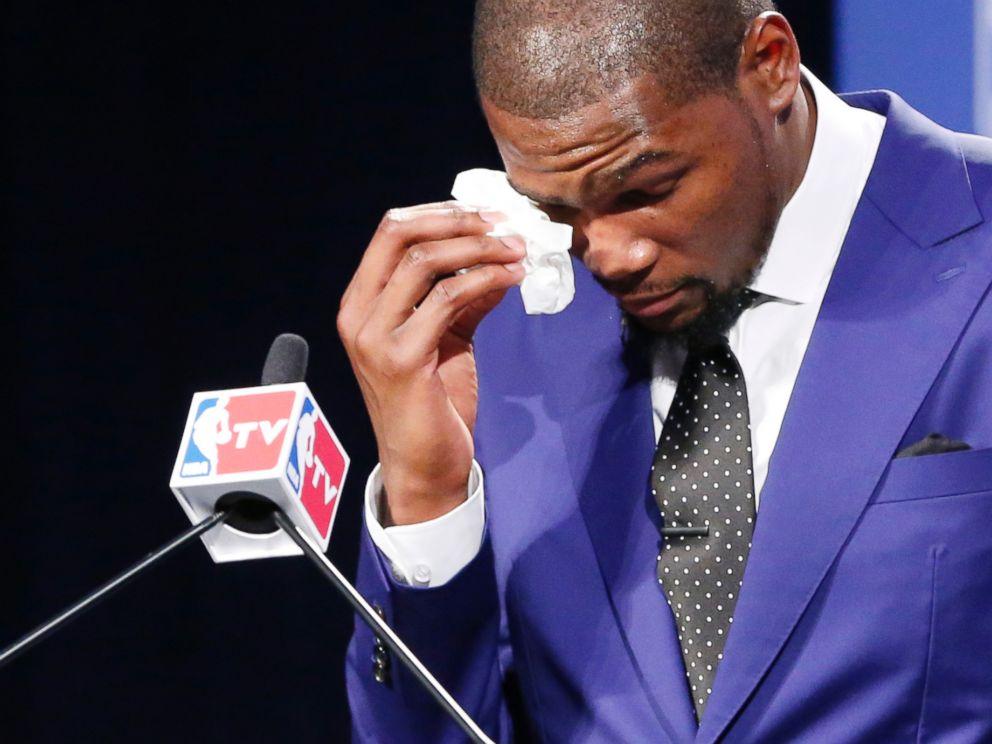 https://i2.wp.com/a.abcnews.com/images/Sports/AP_Durant_MVP_Basketball2_ml_140507_4x3_992.jpg
