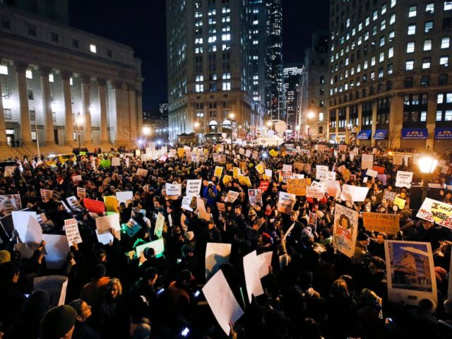 PHOTO: Protesters rally against a grand jurys decision not to indict the police officer involved in the death of Eric Garner in Foley Square, Dec. 4, 2014, in New York.
