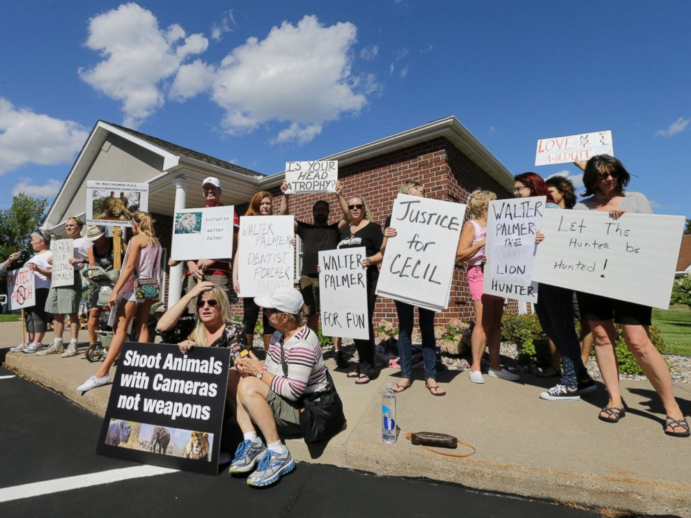 PHOTO: Protesters gather outside Dr. Walter James Palmers dental office in Bloomington, Minn., July 29, 2015.