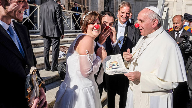 PHOTO: Vatican Pope Francis jokes with the newlyweds of the Rainbow Association Marco Lagulli Onlus, which deals with the clownterapia in hospitals, Nov. 6, 2013.