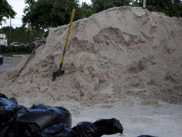 PHOTO: Miami residents collect sand ahead of Hurricane Irma.