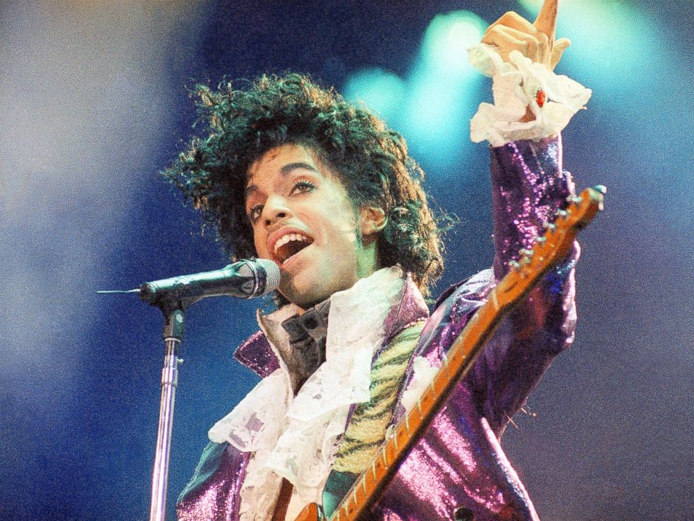 PHOTO: Prince performs at the Forum in Inglewood, Calif.