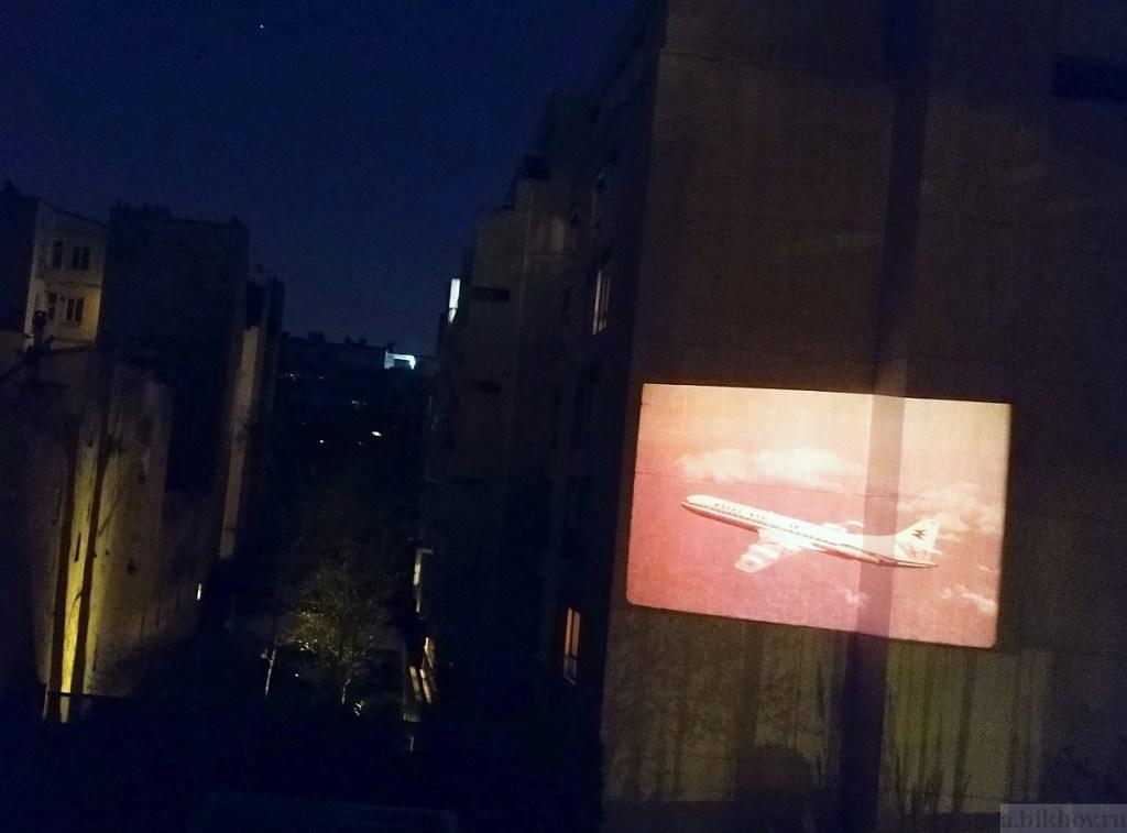 Paris COVID pleasures: night projection entertainment
