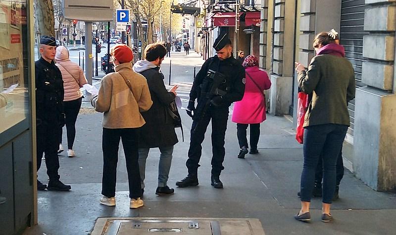 COVID contrôle de police à Paris