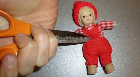 Foto: Thomas Vadont <br> Får du også trangen til at kværke de små rødhueklædte dukker, der omgiver dig? Så få hjælp til selvhjælp her!