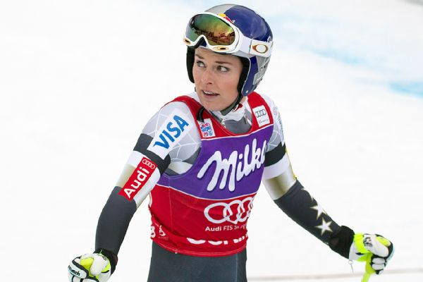 Lindsey Vonn struggled with the thick fog and finished 10th in the World Cup downhill event in Cortina d'Ampezzo, Italy.