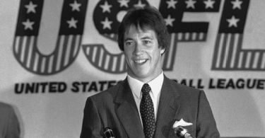 After decades dormant, USFL to relaunch in '22