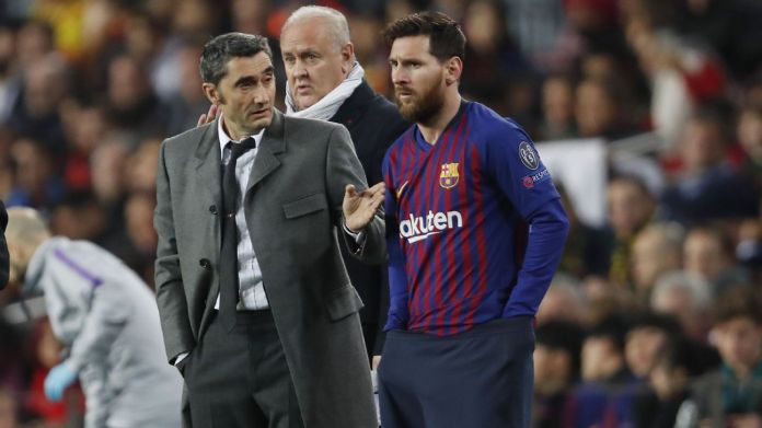 Barcelona boss Ernesto Valverde gives instructions to Lionel Messi
