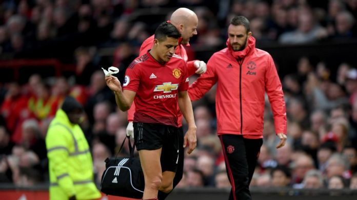 Manchester United's Alexis Sanchez leaves the pitch after suffering a knee injury against Southampton