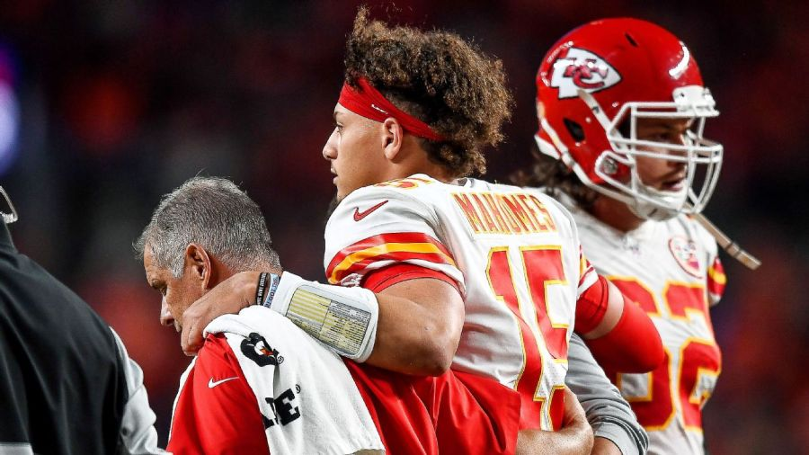 Kelce on Mahomes: 'His knee didn't even look like a knee'