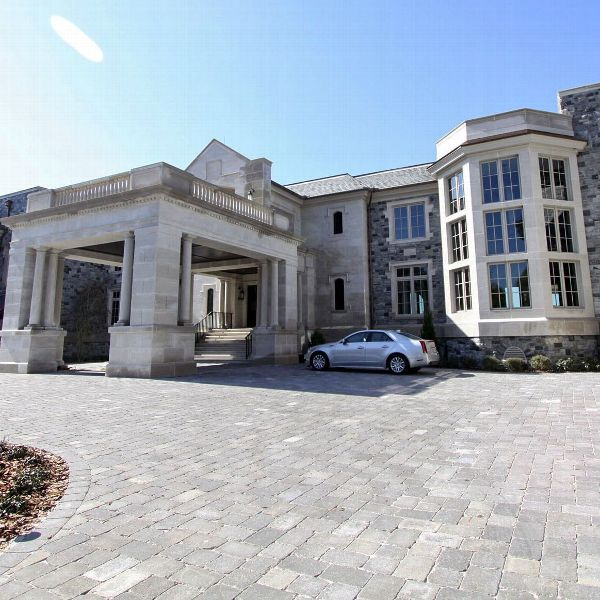 Out at home: Jeter sells house Brady was renting