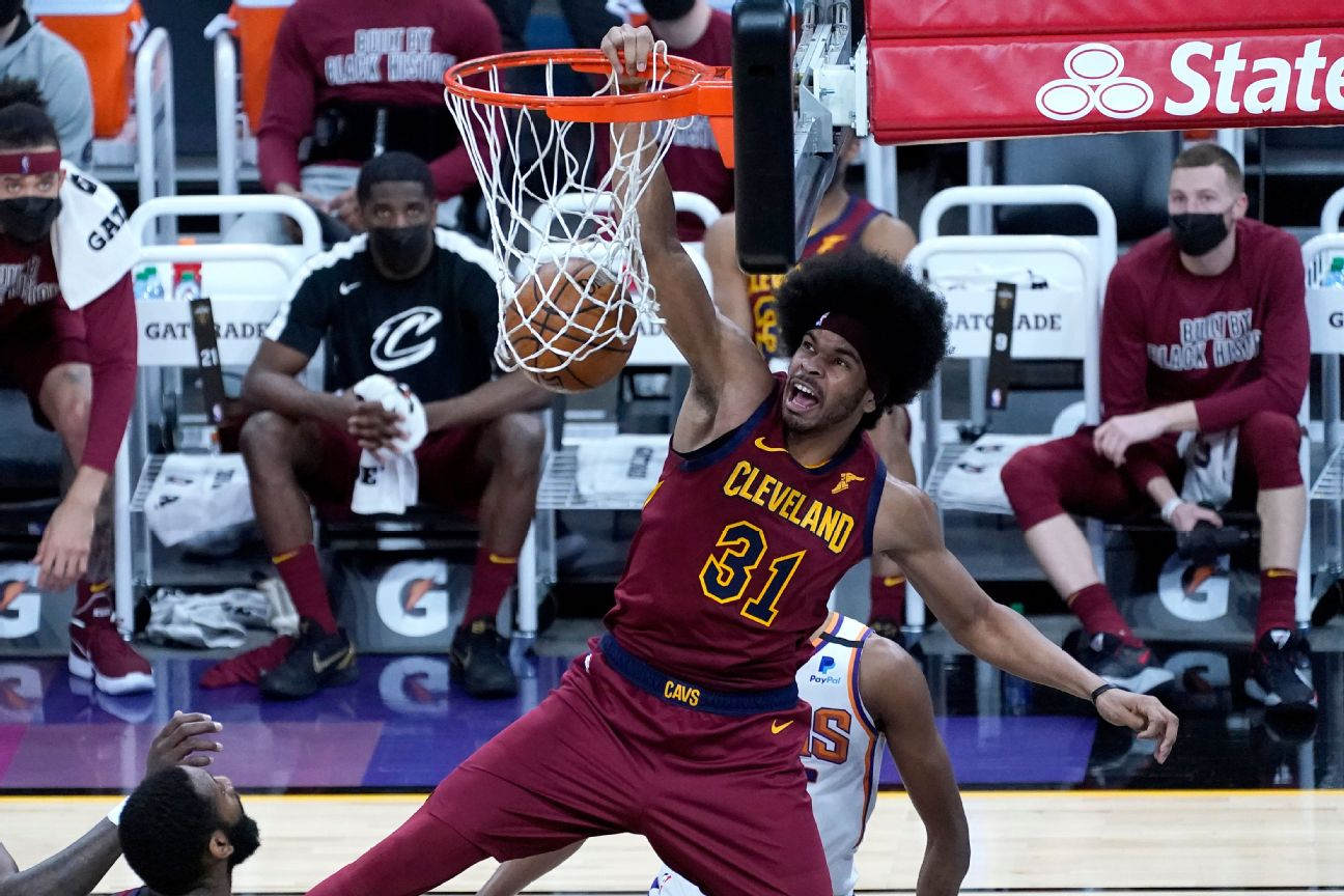 Cavaliers extend qualifying offer to center Allen