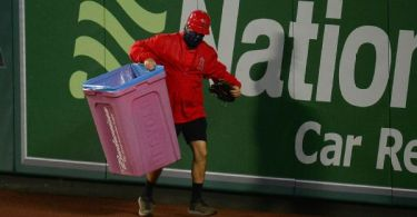 Angels fans toss trash cans, jeer Astros in win