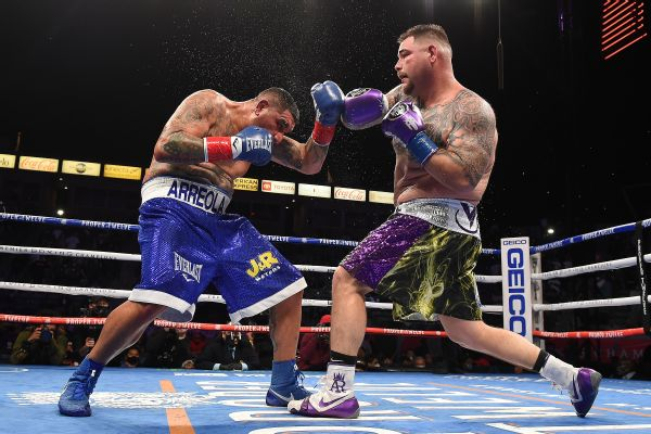 Ruiz outpoints Arreola for 1st win in 2 years