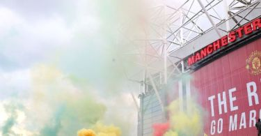 Man United fans invade field to protest ownership