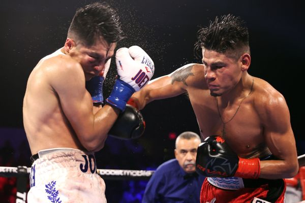 Navarrete retains title in brutal fight vs. Gonzalez