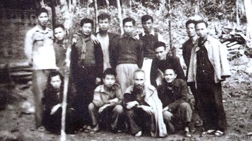 Hồ Chí Minh và các cán bộ