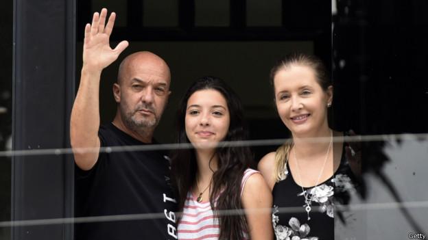 Simonovis con su mujer y su hija