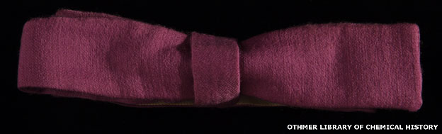 Corbatín teñido con el púrpura de Perkin