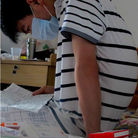 Li Haiqing, de 26 años, padece uremia y necesita un trsplante de riñón
