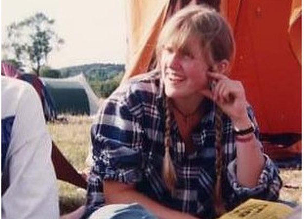 Alice Evans, fotógrafa, realizadora de video y enferma de esquizofrenia, antes de contraer la condición