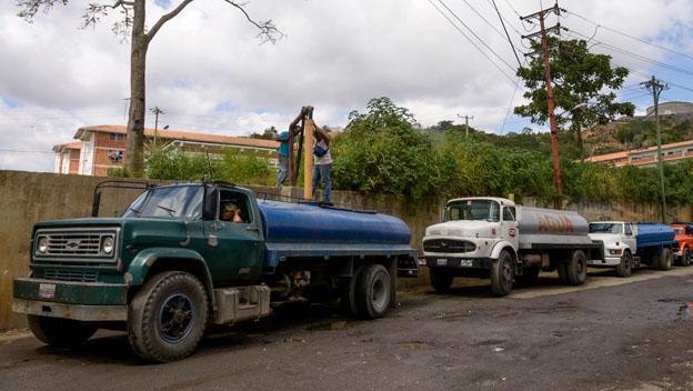 Camiones cisterna en Caracas