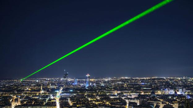 Haz de luz emitida por un puntero láser