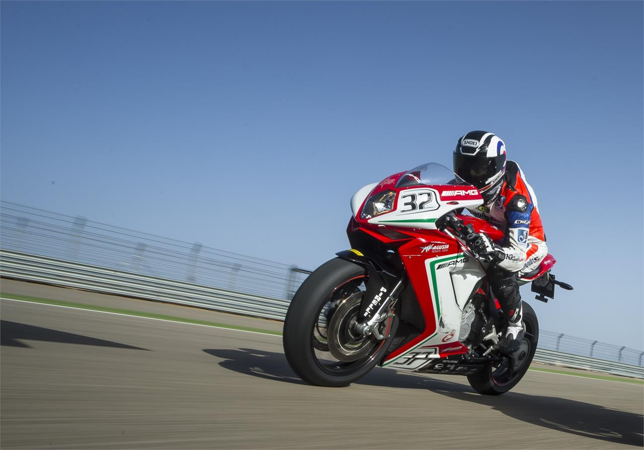 MV Agusta F3 800 RC: El color de las carreras - foto 8