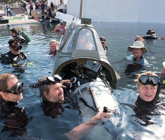 Dunkirk Director Christopher Nolan Front Right And Crew On Set Warner Brothers