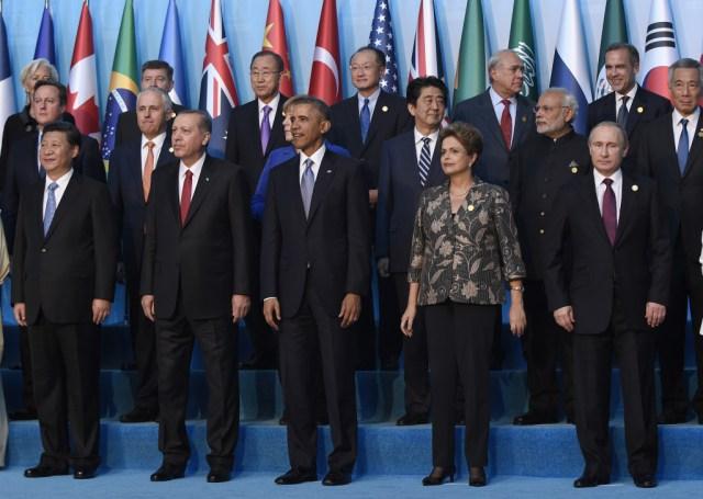World leaders vow vigorous response after Paris terror spree | 89.3 KPCC