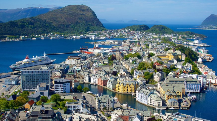 Top 10 Hotels with Concierge Service inMøre og Romsdal $79