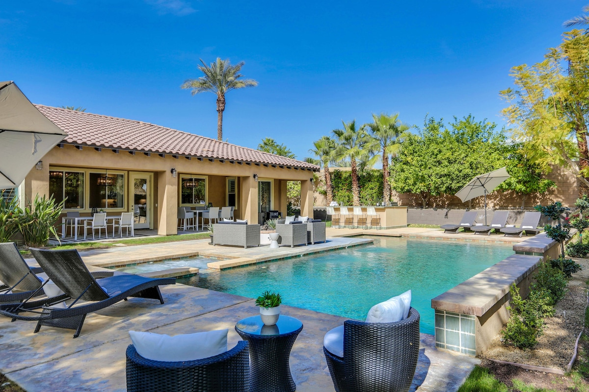 Salt Water Pool with Large Spa, Waterfall, BBQ, Fire Pit and 2 Outdoor Dining Tables