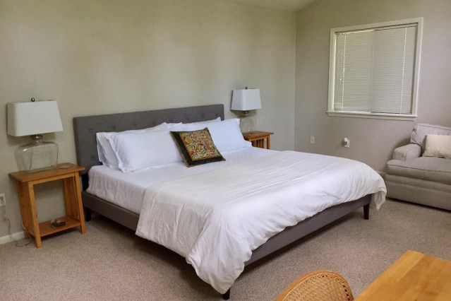 King Sized Bed With Memory Foam Mattress