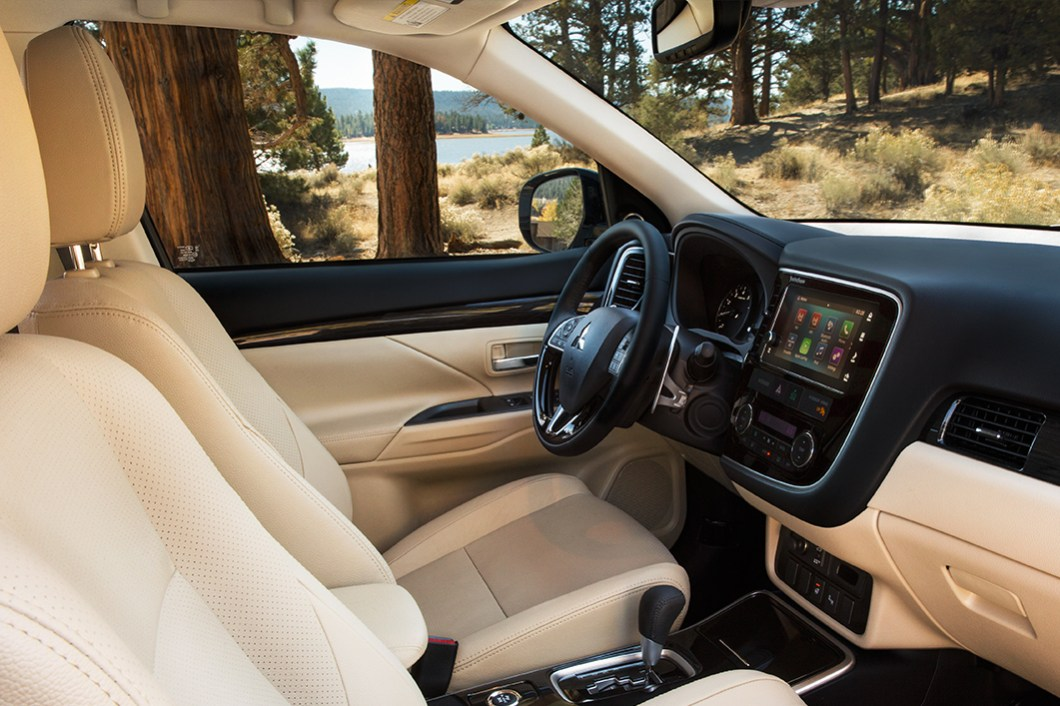 Mitsubishi Outlander 2017 Interior
