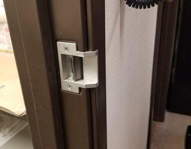 Trine 3024 strike, inside door