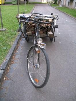holztransport fahrrad sattelschlepper (1)