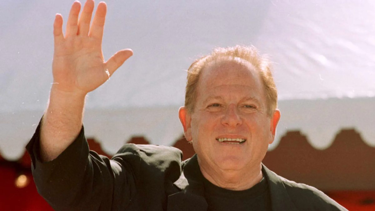 Arnold Kopelson, pictured here, has died. The Oscar-winning producer was 83.