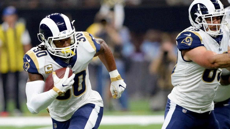 El corredor de Los Angeles Rams, Todd Gurley (30), se lleva a touchdown en la primera mitad de un partido de fútbol de la NFL contra los New Orleans Saints en Nueva Orleans, el domingo 4 de noviembre de 2018.