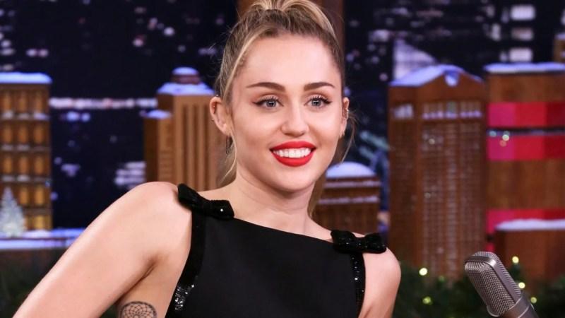 Miley Cyrus gives Christmas classic 'Santa Baby' a ...