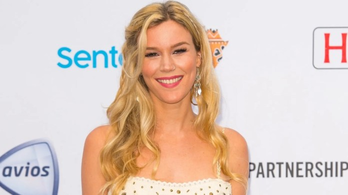 British singer Joss Stone was seen performing in a bar in North Korea as part of his Total World Tour.