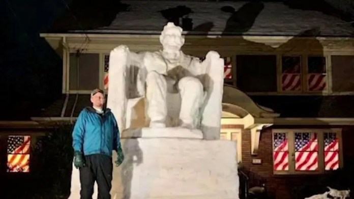 New Jersey man builds snow sculpture of Lincoln Memorial